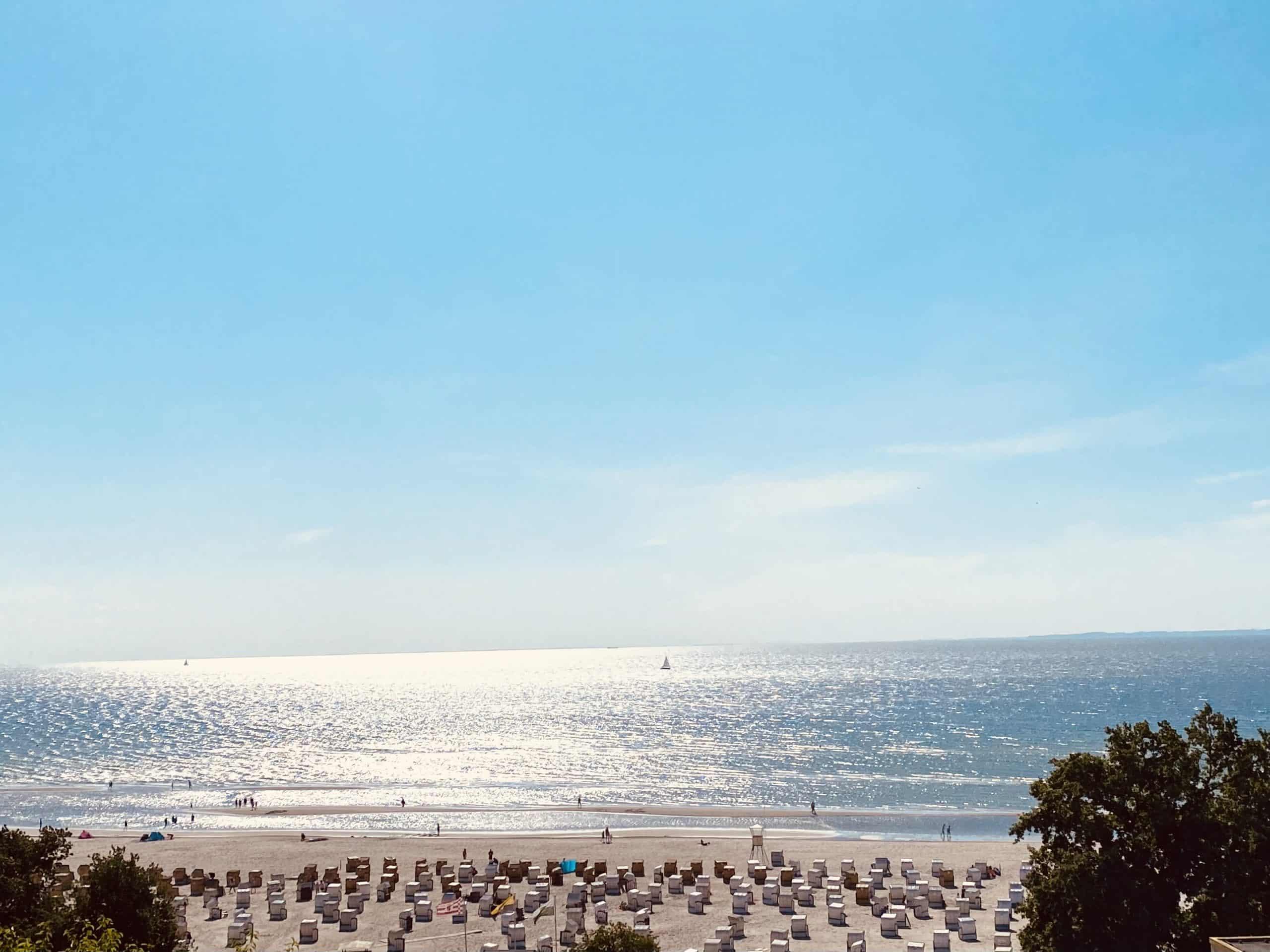 Genießen Sie die Sonne auf dem Balkon und den phantastischen Blick auf die Ostsee.